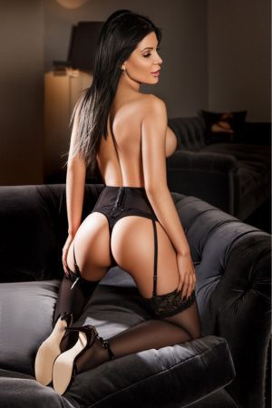 Escort  Kara from Bayswater