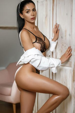 Escort  Niva from Edgware Road