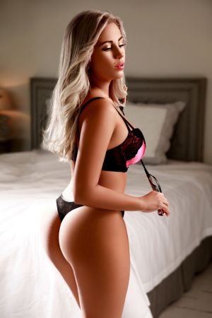 Escort  Miranda  from Bayswater