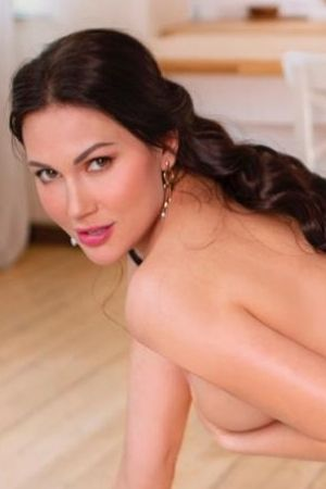 Escort  Donella  from Kensington Olympia